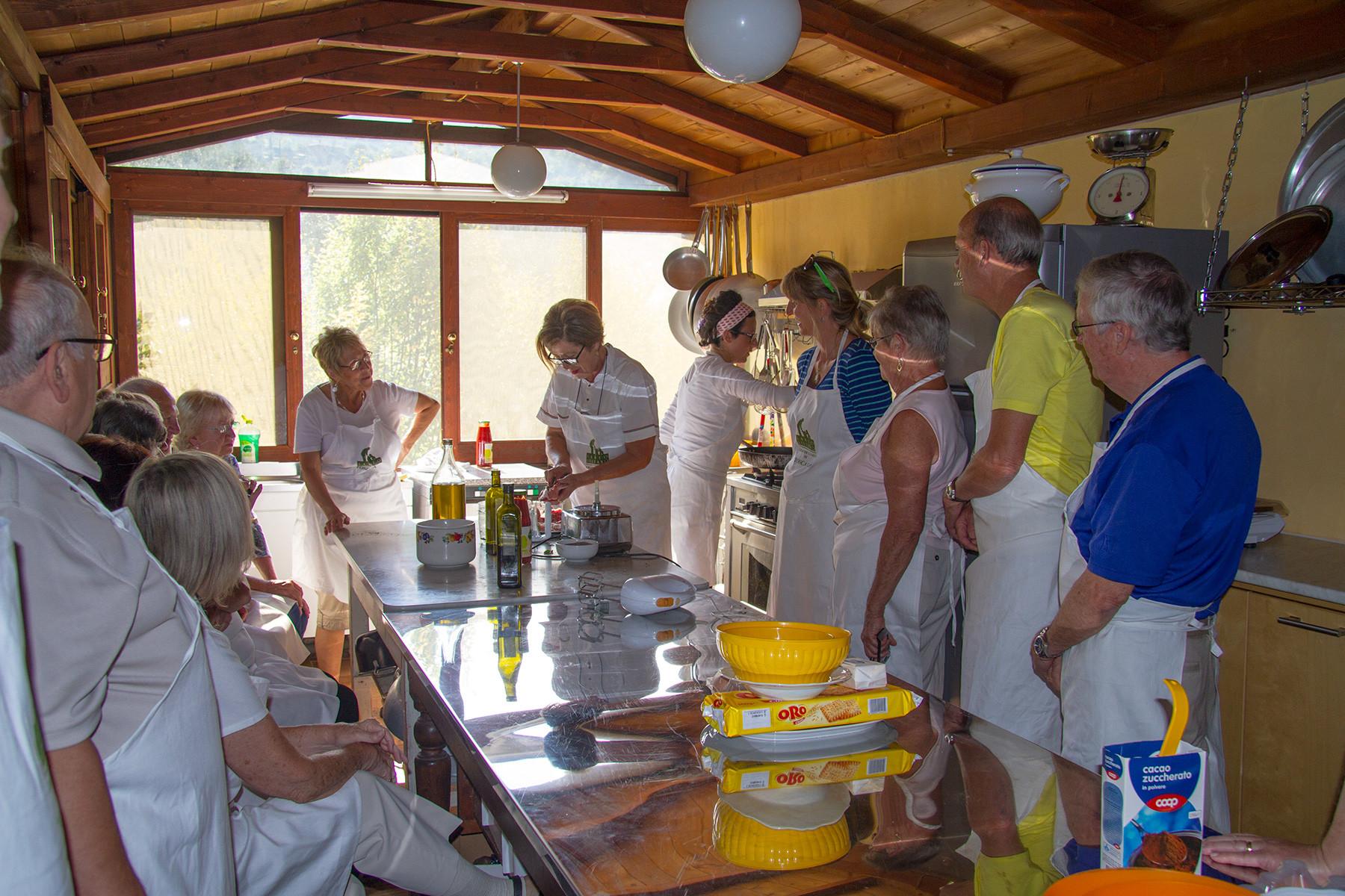 Corsi di cucina tipica toscana in agriturismo a castiglion fiorentino - Corso cucina firenze ...